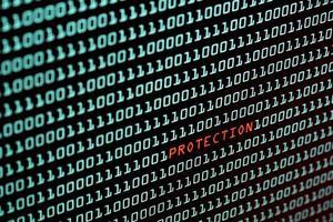 conceito de proteção de texto e código binário na tela da área de trabalho foto