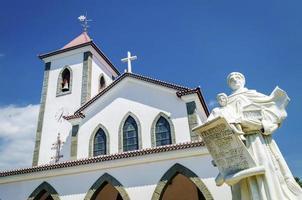 marco da igreja católica portuguesa em dili city central de timor leste foto