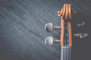 o violino de mesa, clássico instrumento musical utilizado na orquestra. foto
