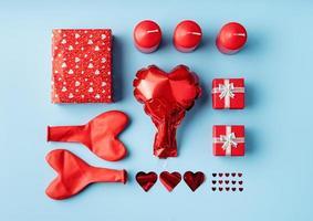 decoração de objetos knolling dia dos namorados foto