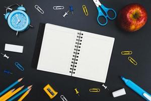 conceito de educação de fundo. de volta às aulas com espaço de cópia. foto