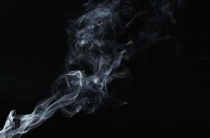 fumaça se espalha no ar foto