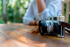 câmera vintage e fotógrafo foto