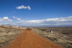 estrada de terra laranja foto