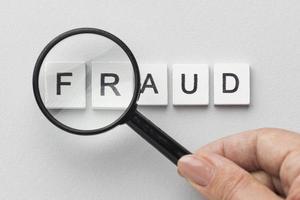 fraude palavra lupa. resolução e bela foto de alta qualidade