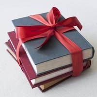 livros com fita vermelha. resolução e bela foto de alta qualidade