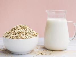 café da manhã com tigela de leite de aveia. resolução e bela foto de alta qualidade