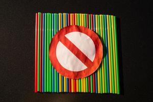 europa proíbe canudos e talheres de plástico foto