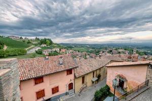 monforte d'alba, aldeia na região de langhe itália. site da unesco. foto