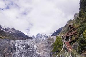 trilhas de escalada de montanha de neve meili na província de yunnan, china foto
