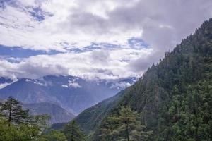 montanha de neve meili kawa karpo na província de yunnan, china foto