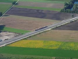 vista aérea dos trilhos da ferrovia foto