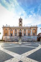 praça do capitólio - piazza del campidoglio - em roma foto