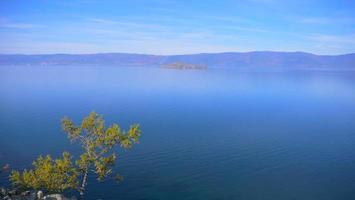 Ilha de Olkhon do Lago Baikal em um dia ensolarado, Irkutsk, Rússia. foto