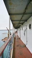 antigo corredor de navio no navio quebra-gelo angara em irkutsk, rússia foto