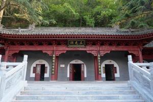 arquitetura de templo de três cavernas de deuses em li shan, china xian foto
