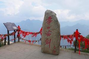 monte de pedra no sagrado monte taoísta de montanha huashan na China foto
