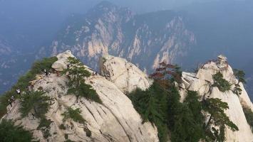 pavilhão de xadrez no topo da montanha huashan, china foto