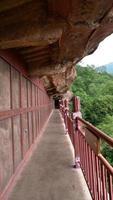 Corredor complexo de cavernas-templo maijishan na cidade de tianshui, gansu china foto