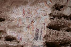 pintura em relevo da gruta do templo em tianshui wushan china foto