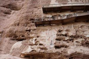 pintura em relevo da gruta do templo em tianshui wushanchina foto