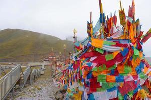 templo budista tibetano na província de laji shan qinghai, china foto