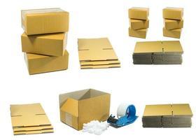caixas de papelão com espuma de amendoim com ferramenta para embalagem foto