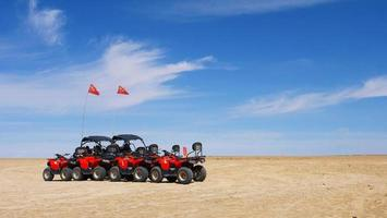 parque geológico dachaidan wusute water yadan e carros jipe foto