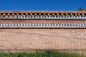 parede de tijolo retrô em arou da templo em qinghai china. foto