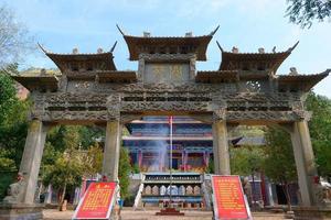 templo de tulou da montanha beishan, templo de yongxing na china de xining. foto