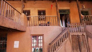 interior de casa velha na província de valexinjiang da vila de tuyoq, china. foto