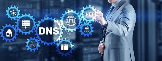 conceito de servidor de sistema de nomes de domínio DNS. mídia mista foto