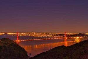visão noturna da ponte Golden Gate de São Francisco foto
