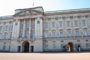 guardas reais britânicos no palácio de buckingham foto