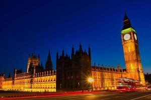 big ben e a casa do parlamento à noite foto