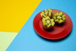 composição de deliciosos kiwis exóticos foto