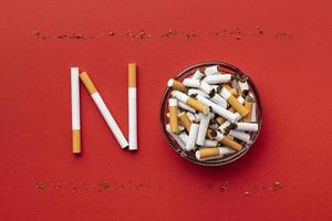 arranjo sem elementos do dia do tabaco foto