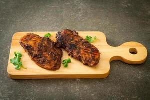 frango jerk jamaicano grelhado picante foto