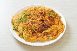 omelete com feijão comprido ou feijão-caupi foto
