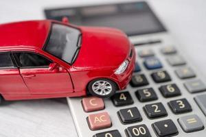 carro na calculadora, empréstimo de carro, finanças, poupança foto