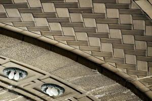 lindos padrões de teto de concreto e lâmpadas foto
