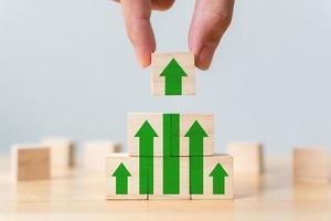 escada de carreira para o processo de sucesso de crescimento do negócio foto