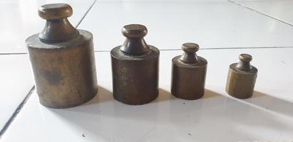 balança vintage de ferro enferrujado foto
