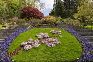 Suécia, 2021 - arranjos de flores em um parque público na Suécia foto