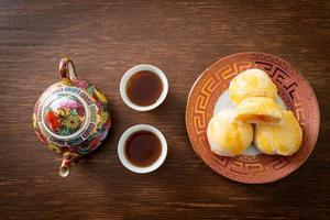 Bolo De Lua De Massa Chinesa Com Ovos De Amendoim Salgado foto