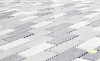 concreto ou lajes de pavimentação cinza recém-colocadas ou pedras para pisos foto