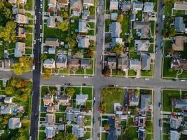 vista aérea de uma pequena cidade foto