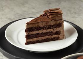 Bolo De Mousse De Chocolate, Bolo De Chocolate Com Recheio De Creme foto