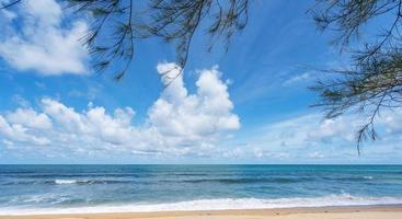 deixa moldura com praia de verão foto