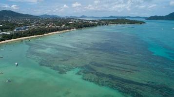 vista de alto ângulo do mar tropical foto